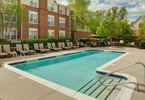 Saddle River, NJ: Outdoor Pool & Spa