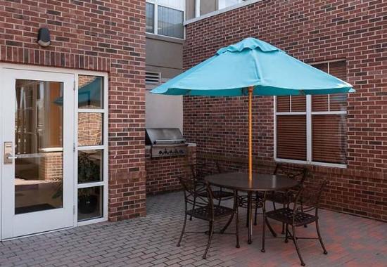 Residence Inn South Bend Mishawaka: Outdoor Patio