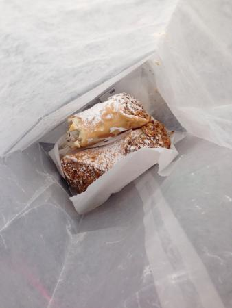 Saint Clair Shores, มิชิแกน: Wow!  Out of this world cannoli!