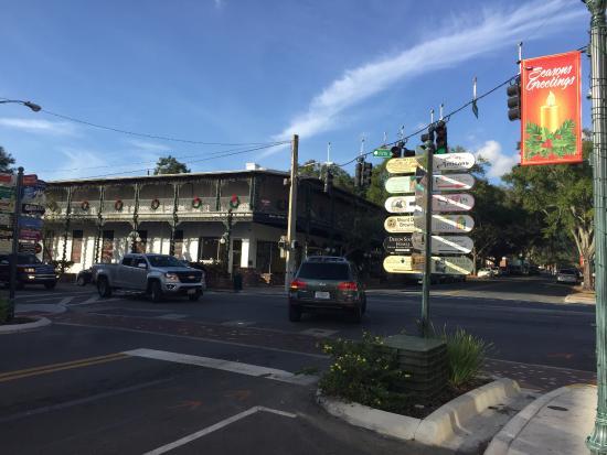 Mount Dora, FL: at prime 4 way intersection