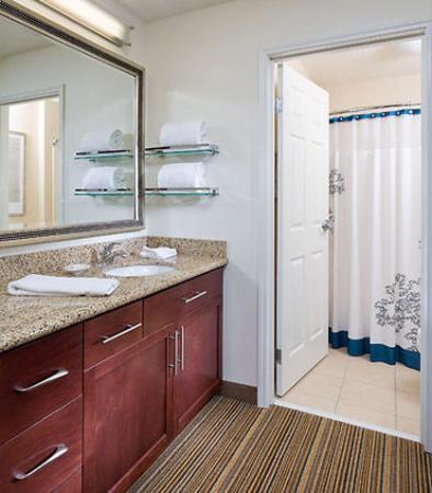 Canton, OH: Guest Bathroom