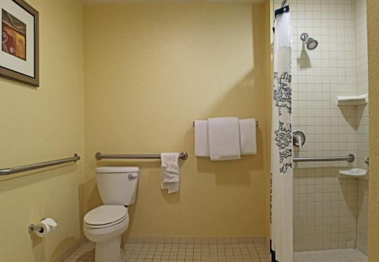 Killeen, TX: Accessible Guest Bathroom