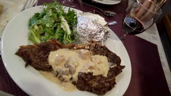 Bazas, Francia: Côte de boeuf sauce aux cèpes (slurp !!!)