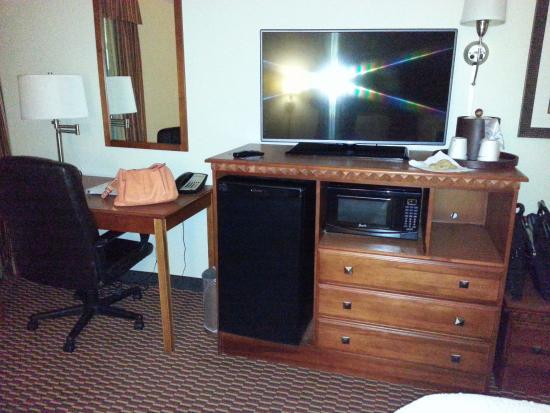 Charleston, WV: Desk area, Dresser, Mini fridge, microwave, flatscreen TV