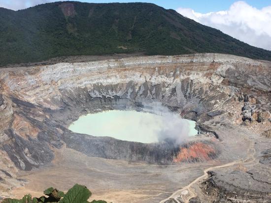 Национальный парк Поас-Волькано, Коста-Рика: Poas Volcano general view (10:30 a.m.)