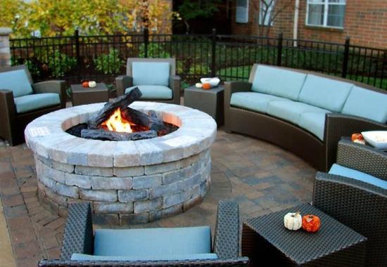 Residence Inn Cleveland Beachwood: Outdoor Experience