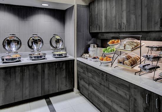 Residence Inn Cleveland Beachwood: Breakfast Buffet