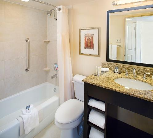 Doubletree by Hilton Hotel New Orleans Airport: Bathroom