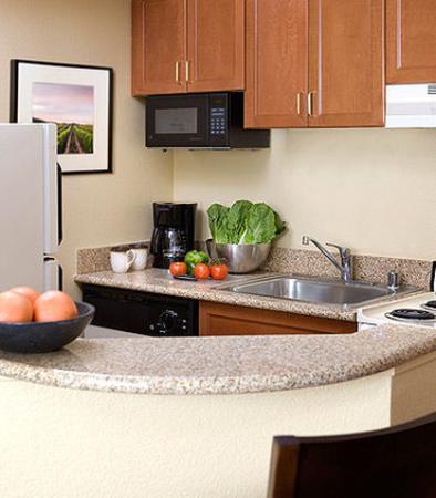Милпитас, Калифорния: Suite Kitchen