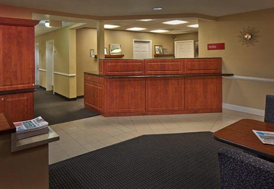 TownePlace Suites St. Petersburg Clearwater: Front Desk