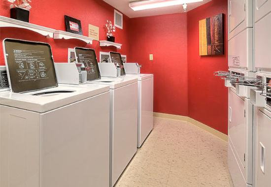 Littleton, CO: Guest Laundry Area
