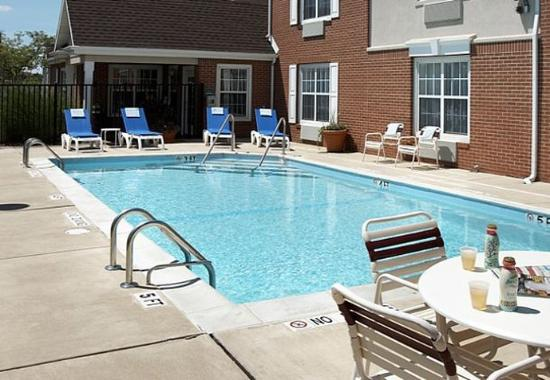 Lombard, IL: Outdoor Pool