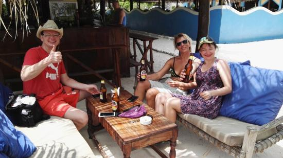 Makunduchi, Tanzania: бар возле бассейна