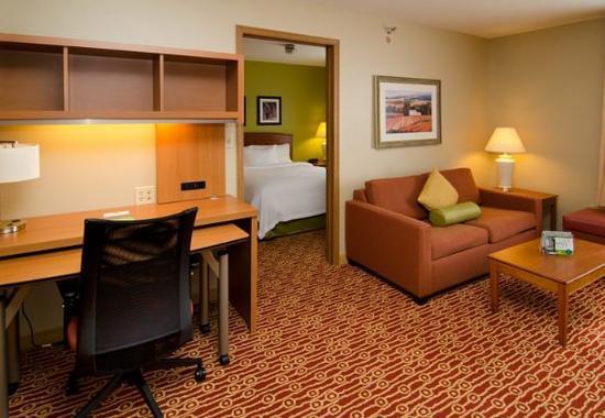 Fenton, MO: One-Bedroom Suite