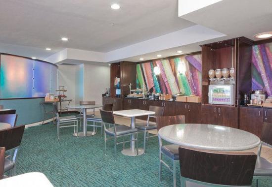 SpringHill Suites Phoenix Chandler/Fashion Center: Breakfast Area