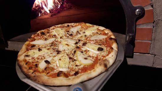 Beaupre, แคนาดา: Notre pizza Fleurmiere
