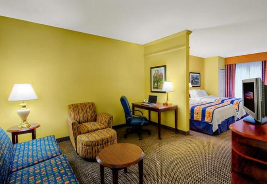 Milford, CT: Double/Double Suite