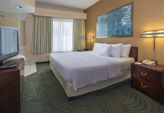 Bel Air, MD: King Whirlpool Suite