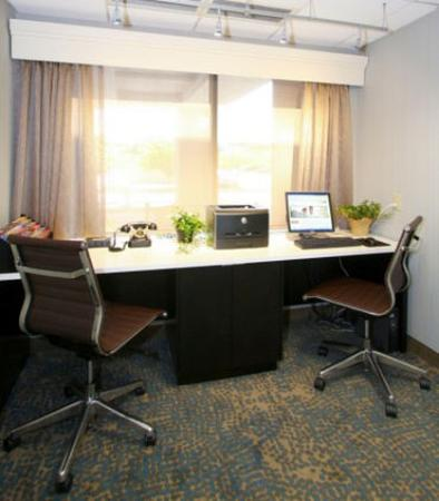 อีเดนแพรรี, มินนิโซตา: Business Center