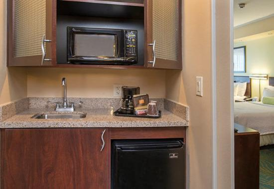 Prince Frederick, MD: Suite Kitchenette