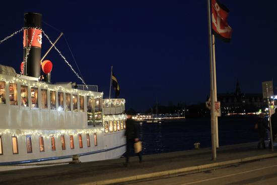 Radisson Blu Strand Hotel, Stockholm: taxiboten voor de deur