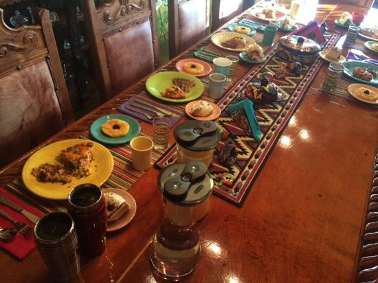 Saint David, AZ: Breakfast with other B&B guests and a great beginning to your day