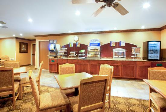 Vernon Hills, IL: Breakfast Bar
