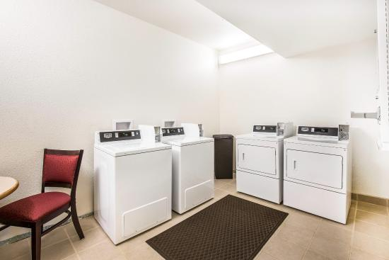 Comfort Inn: Guest Laundry