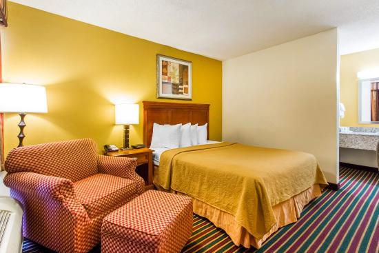 Dyersburg, TN: Guest Room