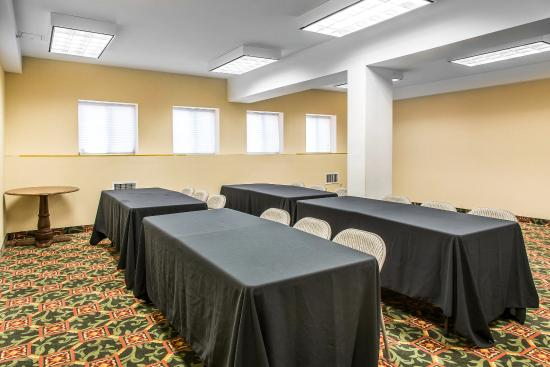 East Windsor, CT: Meeting room