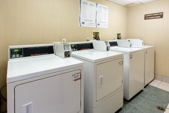 Oxon Hill, MD: Laundry