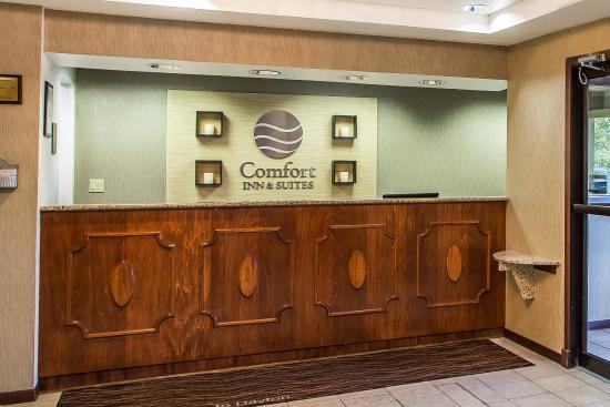 Comfort Inn & Suites Dayton: Lobby