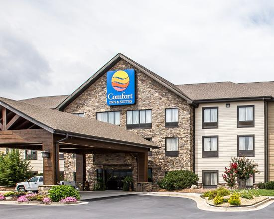 Comfort Inn & Suites Blue Ridge: Exterior