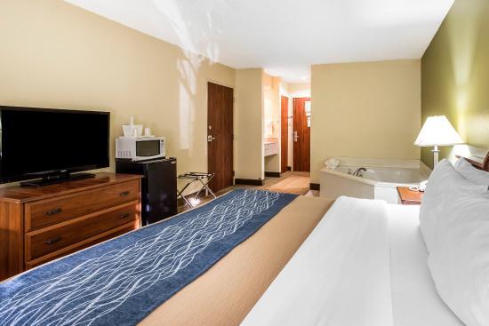 Comfort Inn Darien: Guest Room