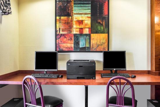 Comfort Inn Darien: Computer