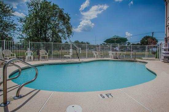 Comfort inn updated 2017 hotel reviews price for Pool design inc bordentown nj