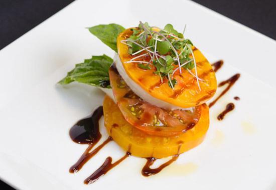 Pleasanton, Kalifornien: Market Café & Bar - Caprese Salad