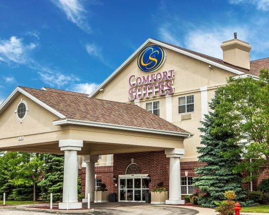 Comfort Suites Milwaukee Airport: Exterior