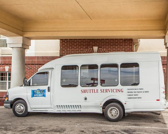 Comfort Suites Milwaukee Airport: Van