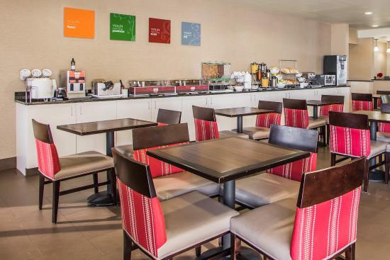 Comfort Suites Coralville: Breakfast