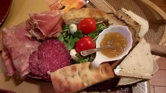 Strada in Chianti, Italië: Taglieri di salumi e pecorini toscani! Divinooo!!