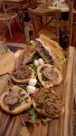 Strada in Chianti, Olaszország: Favolosi crostoni e schiacciata calda farcita!