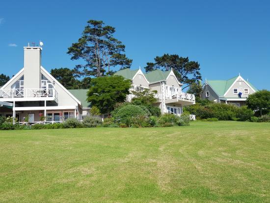 Hilltop Country Lodge: Blick vom Garten