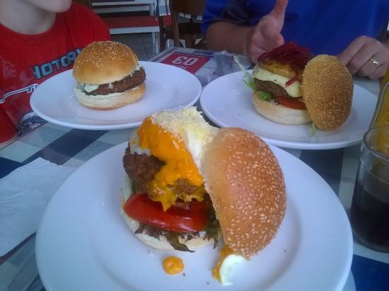 Lajeado, RS: ...sabores exclusivos e distintos em cada burger escolhido!!!
