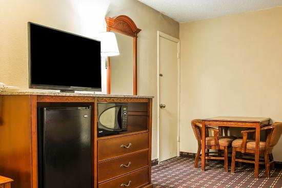 Montpelier, OH: Guest Room