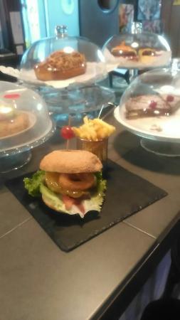 Tias, İspanya: Hamburguesa gourmet de carne Angus!! Exquisito. Creo que van a caer dos semanales.