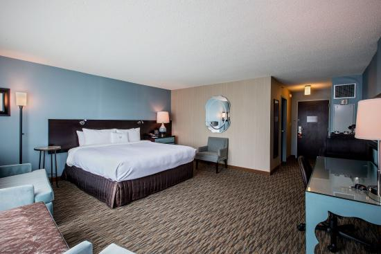 Glen Ellyn, IL: King Executive Room