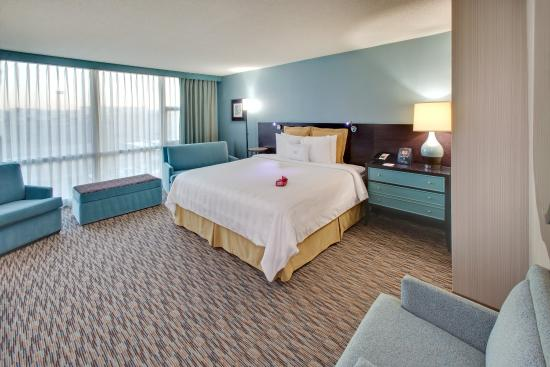 Glen Ellyn, IL: King Executive Suite