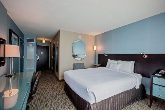 Glen Ellyn, IL: King Bed ADA Guest Room
