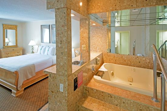 Carteret, NJ: Jacuzzi Suite